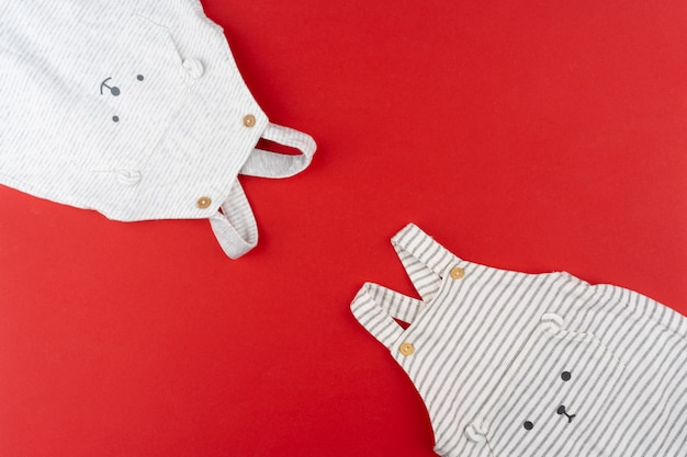 Babykleidung draufsicht