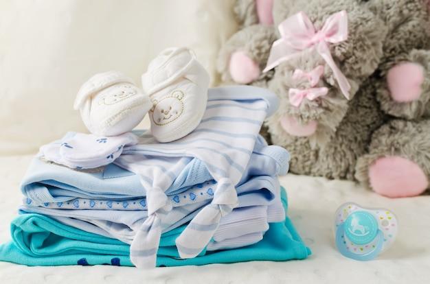 Babykleidung für neugeborene in pastellfarben
