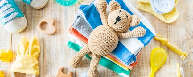 Babykleidung und accessoires für das neugeborene