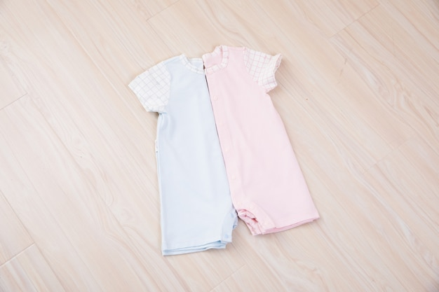 Babykleidung und accessoires