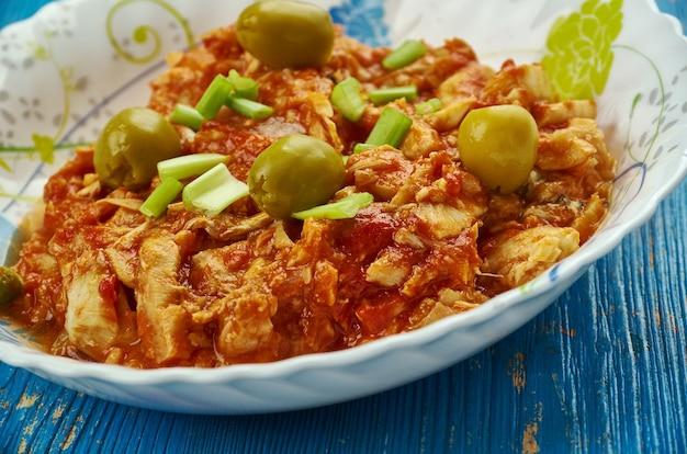 Bacalao a la vizcaãƒâba - kabeljau erscheint an heiligabend in ganz mexiko, version von kabeljau mit mandeln und oliven