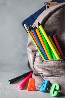 Back to school design mit elementen der bildung