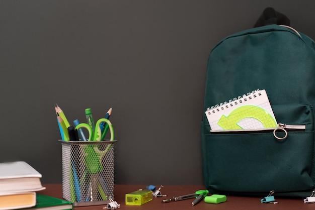 Back to school-konzept mit schreibwaren