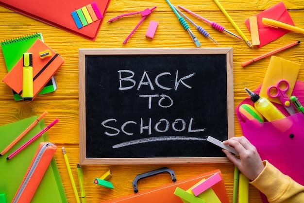 Back to school supplies lebendige anordnung