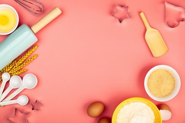 Backen oder kochen von zutaten auf rosa hintergrund, flache lage