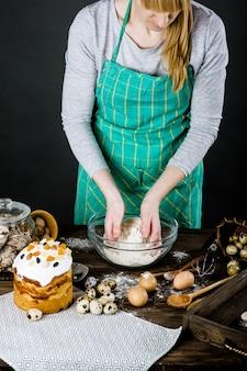 Backen ostern auf einer holzoberfläche