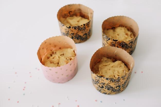 Backen ostern kuchen zu hause konzept.
