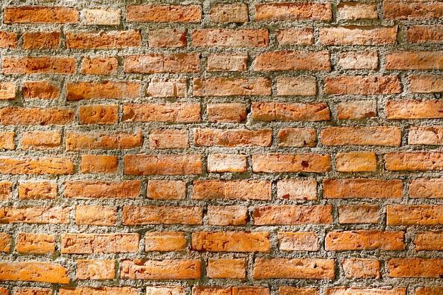 Backsteinmauerhintergrund mit abstraktem licht