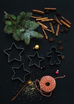 Backzutaten für traditionelle lebkuchenplätzchenvorbereitung des weihnachtsfeiertags