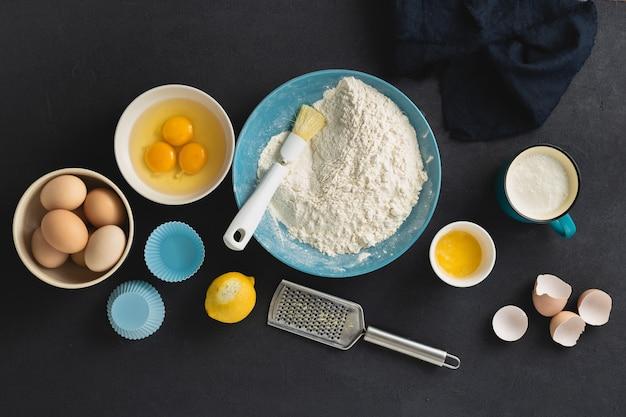 Backzutaten zum kochen von muffins