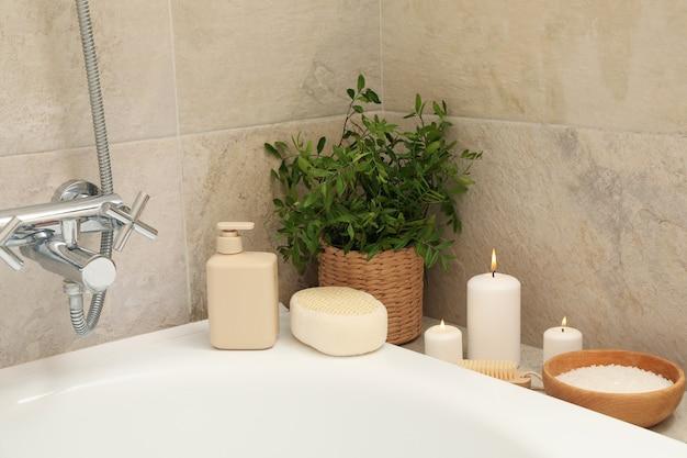 Bad mit persönlichem hygienezubehör
