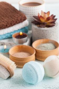 Badebomben und marokkanisches lehmpulver