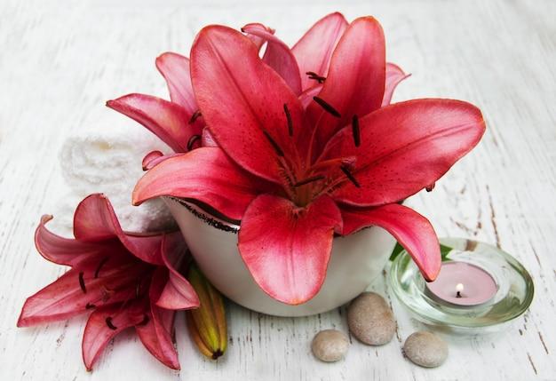 Badekurortprodukte mit lilienblumen