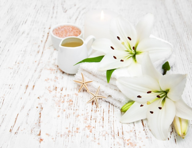 Badekurortprodukte mit weißer lilie
