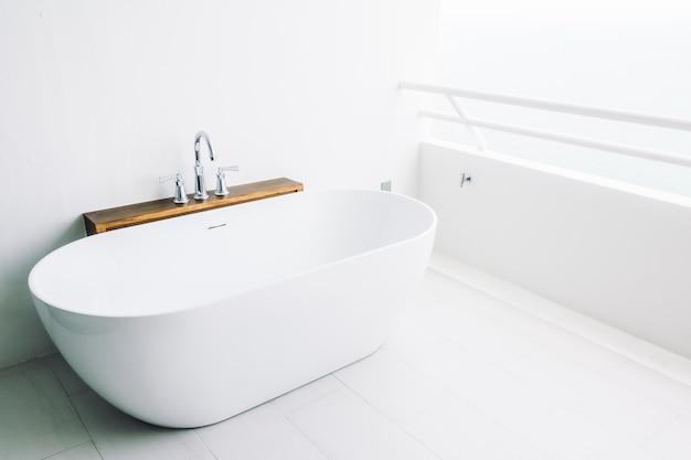 Badewanne zimmer luxuriöse einrichtung haus