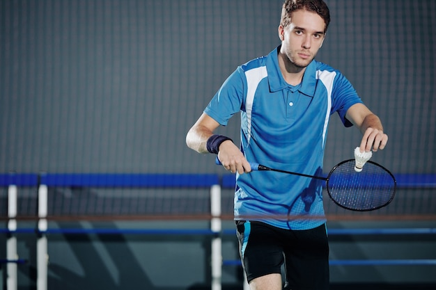Badmintonspieler mit federball
