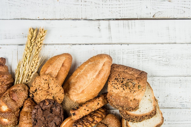 Bäckerei auf holz weißen hintergrund