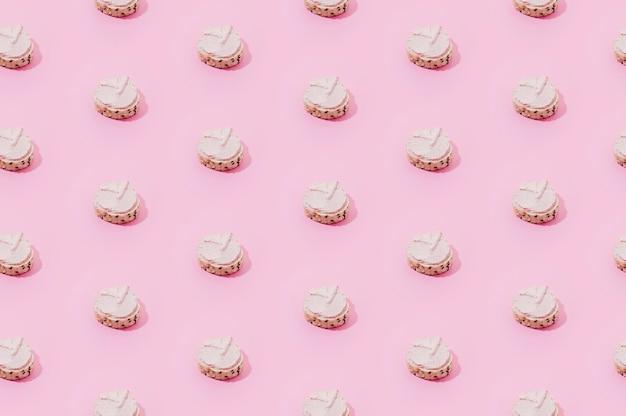 Bäckereimuster mit rosa bonbons
