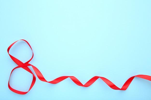 Bänder geformt als 8. märz auf blau. internationaler frauentag