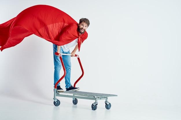 Bärtiger mann supermarkt lifestyle spaß isoliert hintergrund