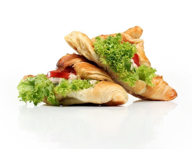 Bagels mit salat und tomaten