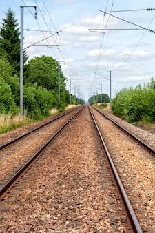 Bahnstrecke in der französischen landschaft