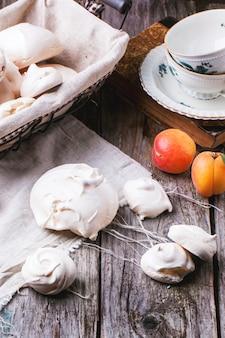 Baiser mit aprikose