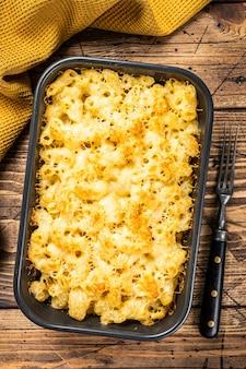 Baked mac and cheese amerikanisches gericht mit cheddarsauce
