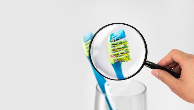 Bakterien in einer zahnbürste