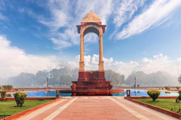Baldachin in der nähe des india gate, new delhi.