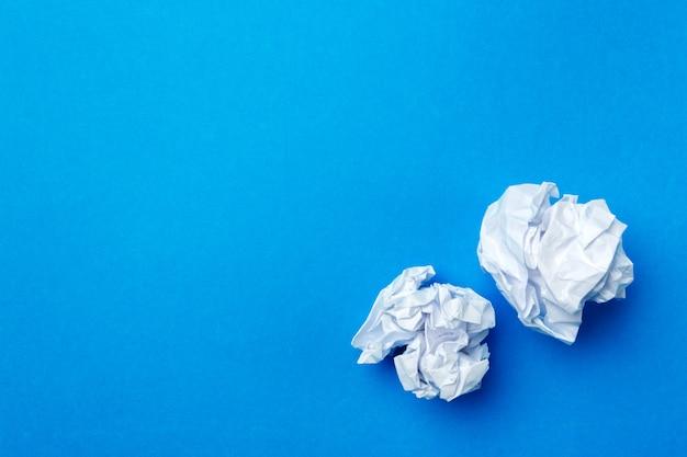 Ball aus weißem papier