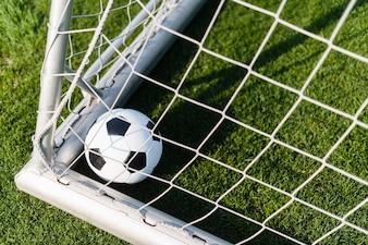Ball in der Ecke des Torpfostens