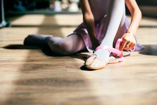 Ballerina-ballett-tanz-praxis-unschuldiges konzept