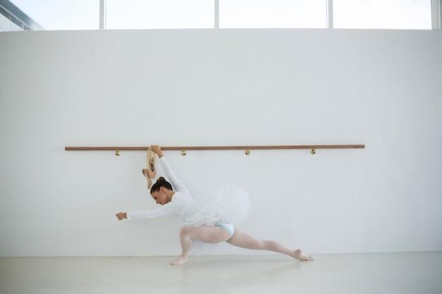 Ballerina übt balletttanz
