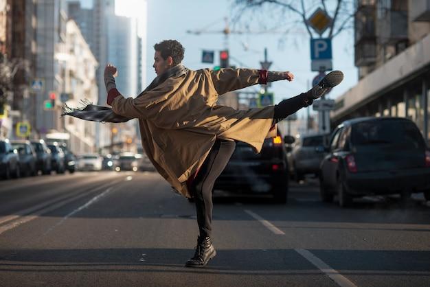 Balletttänzer in eleganter haltung