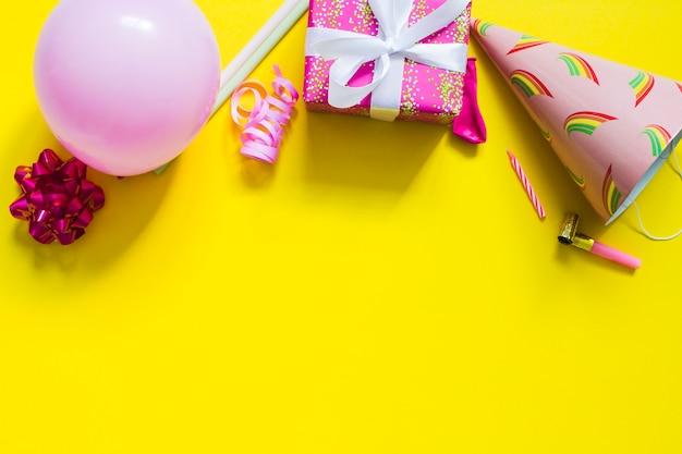 Ballon, gegenwart und partyhut