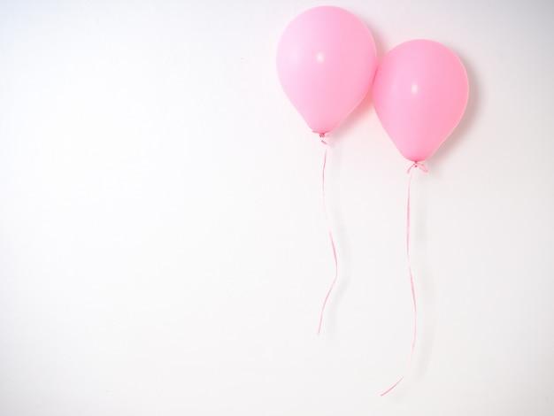 Ballonrosa-farbpastell auf grau