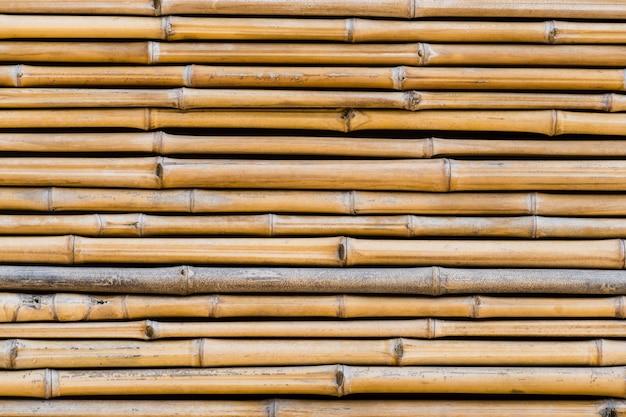 Bambus textur. leichte und rustikale bambusbretter mit einigen spuren der zeit. ansicht von oben.