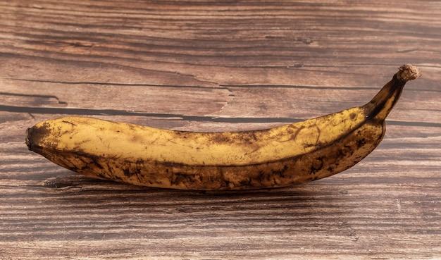 Banane mit braunen flecken