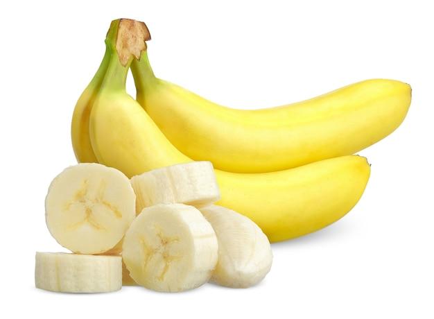 Banane und geschnitten lokalisiert auf weißem hintergrund. bananenschneidepfad