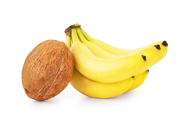 Banane und kokos auf weißem hintergrund