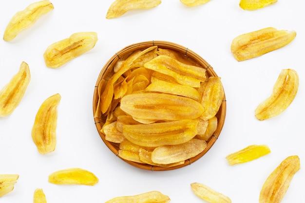 Bananenscheiben-chips auf weiß