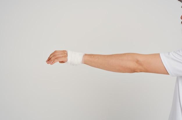 Bandagierte hand nahaufnahme verletzungsmedizin krankenhaus