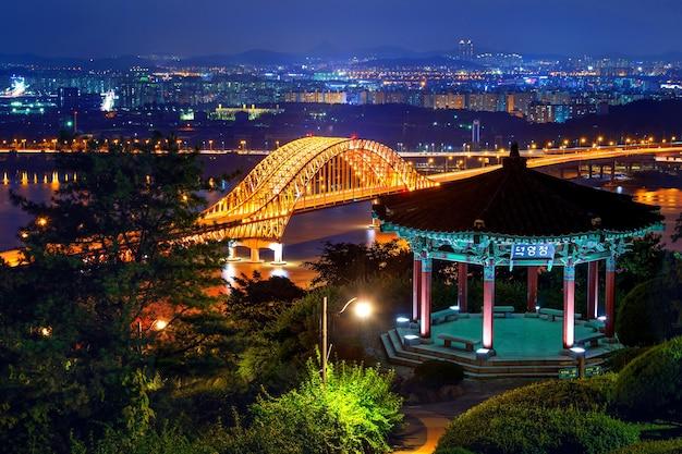 Banghwa-brücke in der nacht, korea