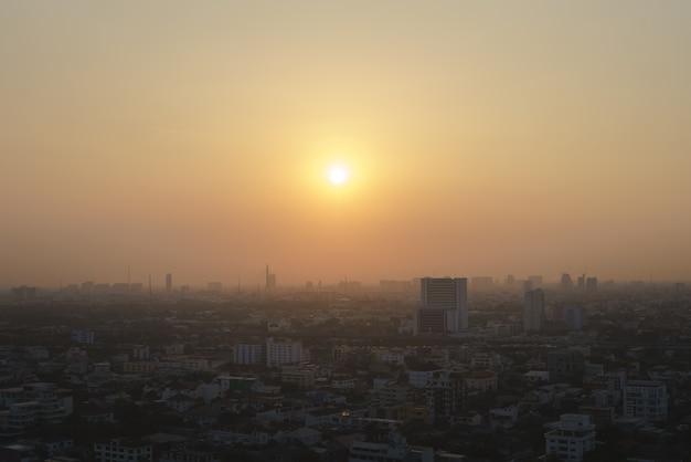 Bangkok, hauptstadt von thailand mit staub und rauch