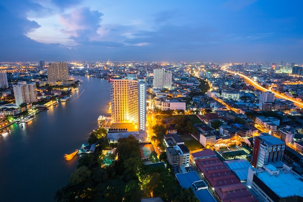 Bangkok in der abenddämmerung thailand