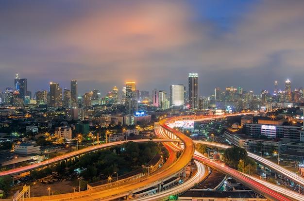 Bangkok-stadtansicht mit schnellstraße.