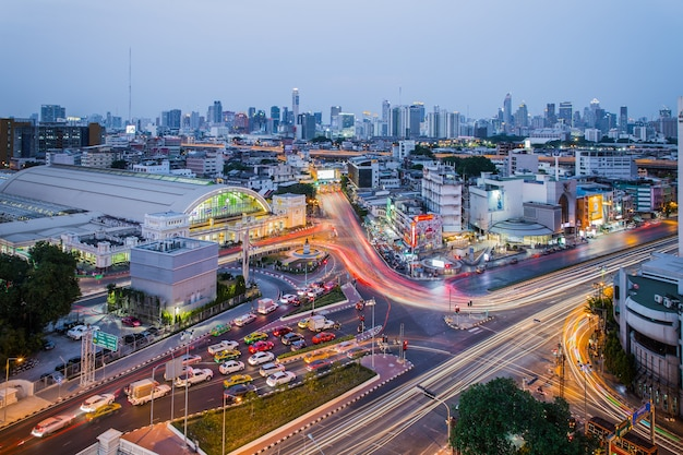 Bangkok thailand - 7. april 2019: bangkok hauptbahnhof (hua lamphong bahnhof). dies ist der hauptbahnhof in bangkok