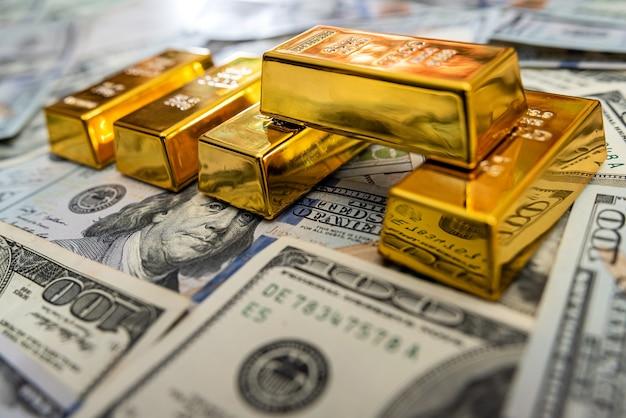 Bank investment goldbarren und uns geldschein