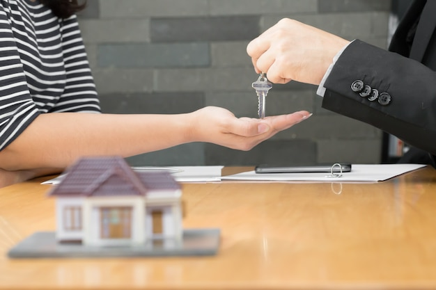 Banken genehmigen kredite zum kauf von häusern